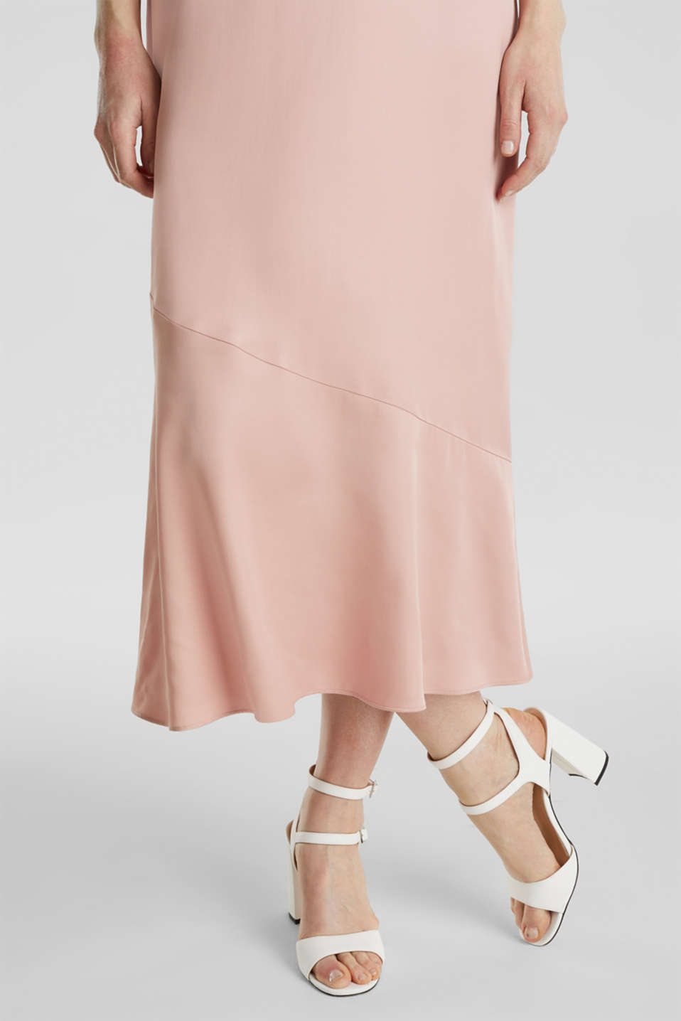 Satin dress with a flounce hem, NUDE, detail image number 4