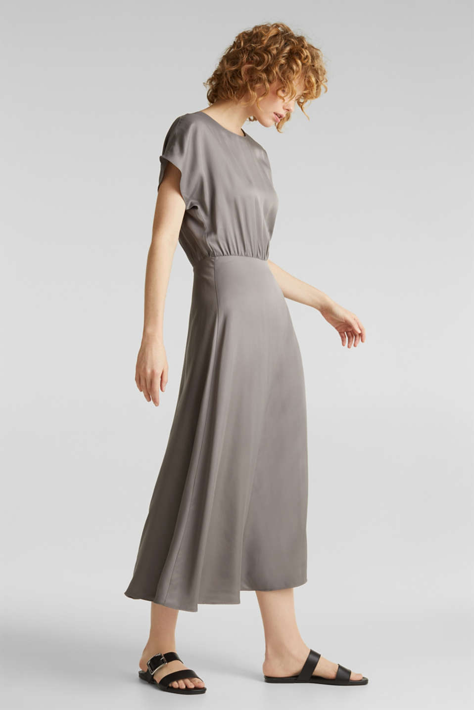 Esprit - Satin dress with a swirling skirt