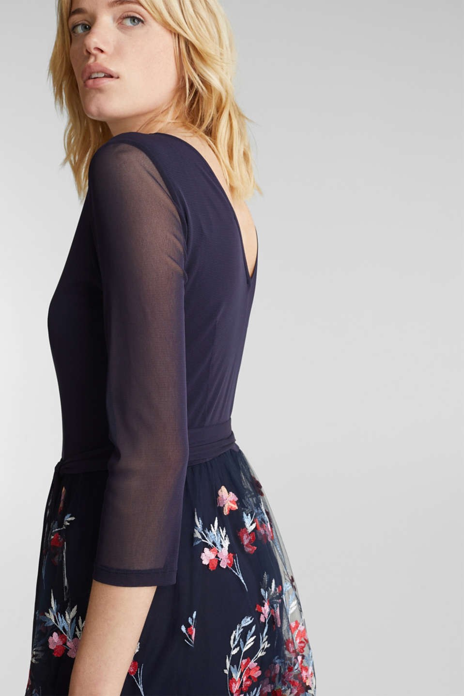 Dress made of mesh and tulle with embroidery, NAVY, detail image number 4