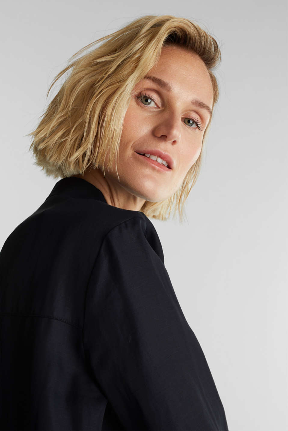 Blended linen: Slip-on blouse with button, BLACK, detail image number 7