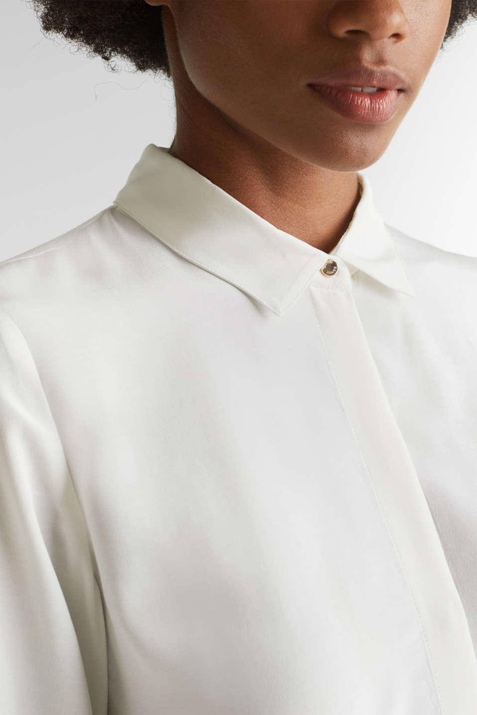 Long blouse made of LENZING™ ECOVERO™, OFF WHITE, detail image number 2