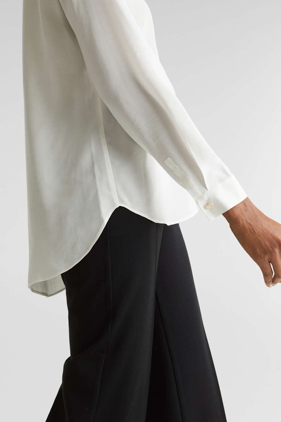 Long blouse made of LENZING™ ECOVERO™, OFF WHITE, detail image number 5