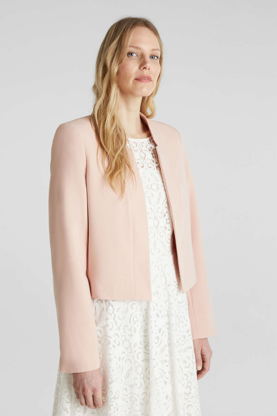 Esprit - Open short blazer with a popped collar