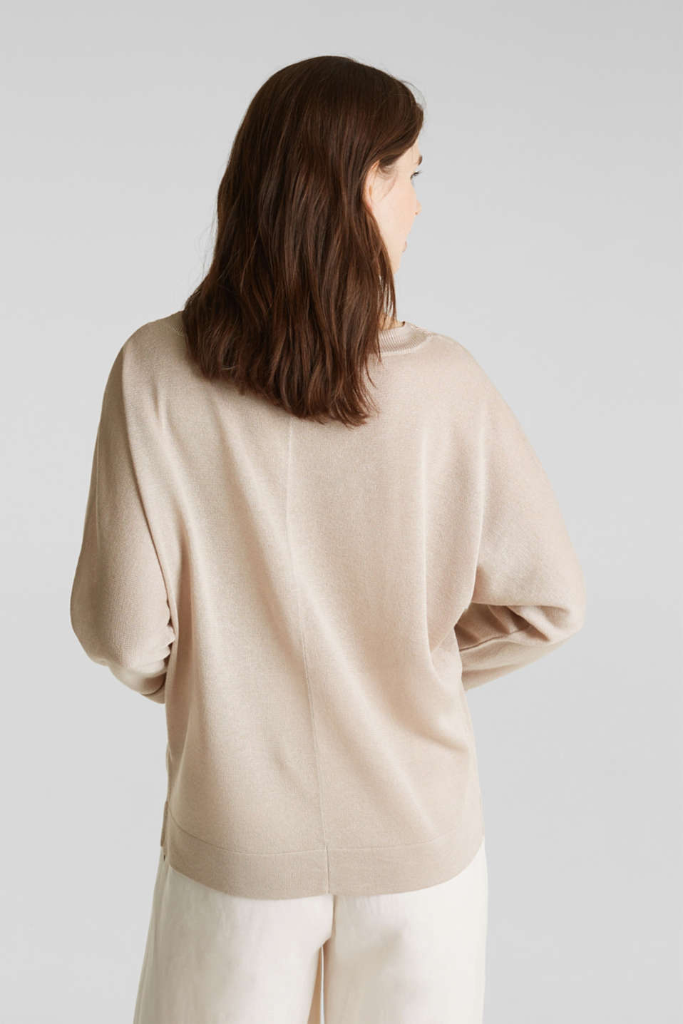 Jumper with batwing sleeves made of crêpe yarn, LIGHT BEIGE, detail image number 3