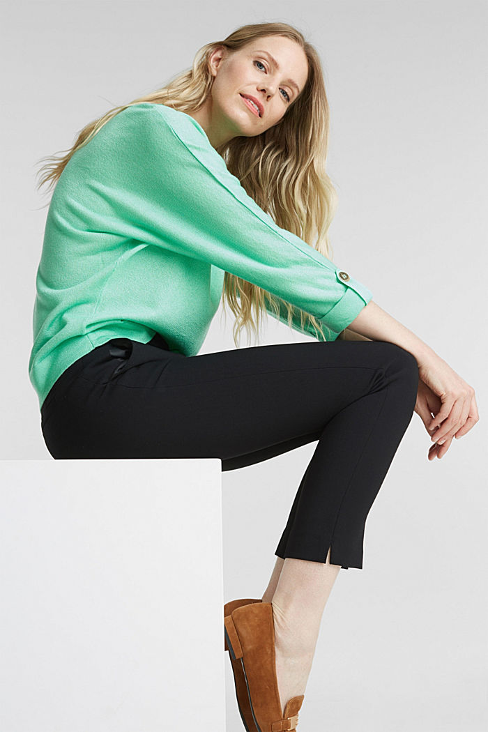 Jumper with batwing sleeves made of crêpe yarn, LIGHT GREEN, detail image number 0