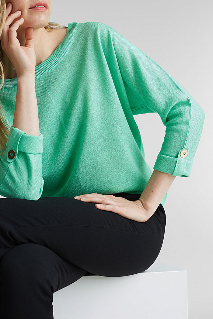 Jumper with batwing sleeves made of crêpe yarn, LIGHT GREEN, detail image number 2
