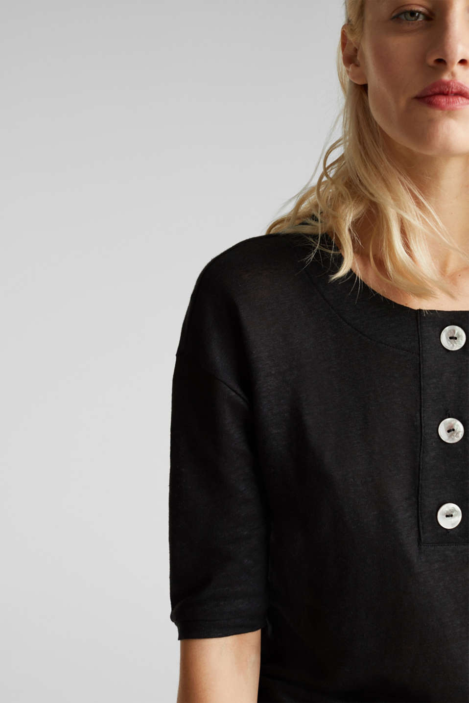 Made of 100% linen: Top with a button placket, BLACK, detail image number 2