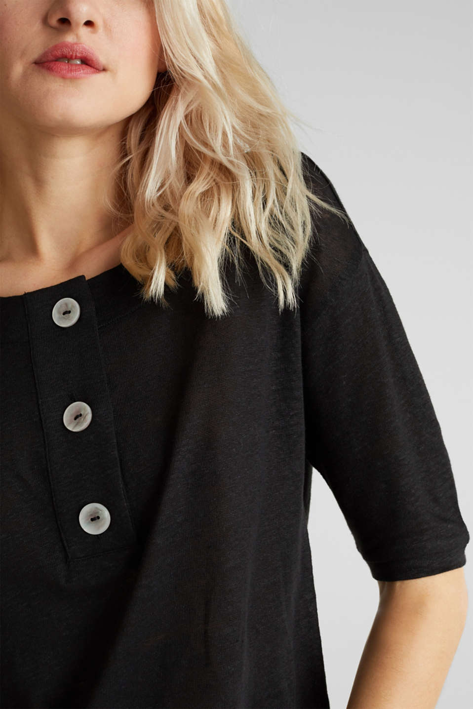 Made of 100% linen: Top with a button placket, BLACK, detail image number 5