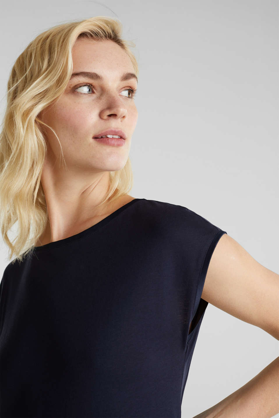 Basic top with satin trim, NAVY, detail image number 2