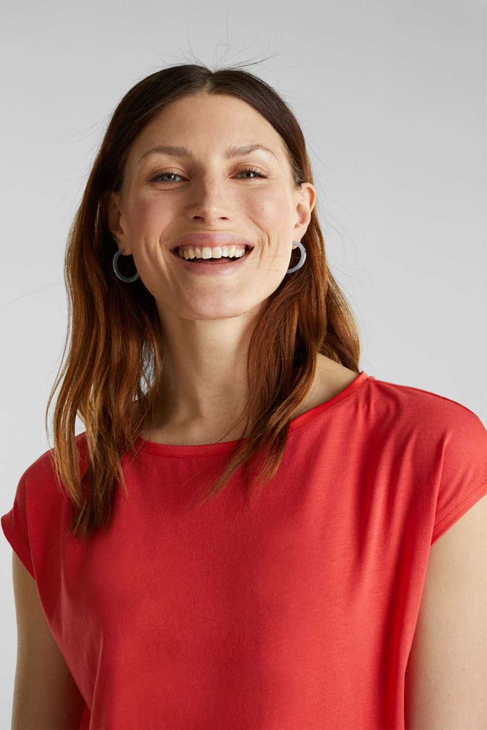 Basic top with satin trim, CORAL RED, detail image number 2