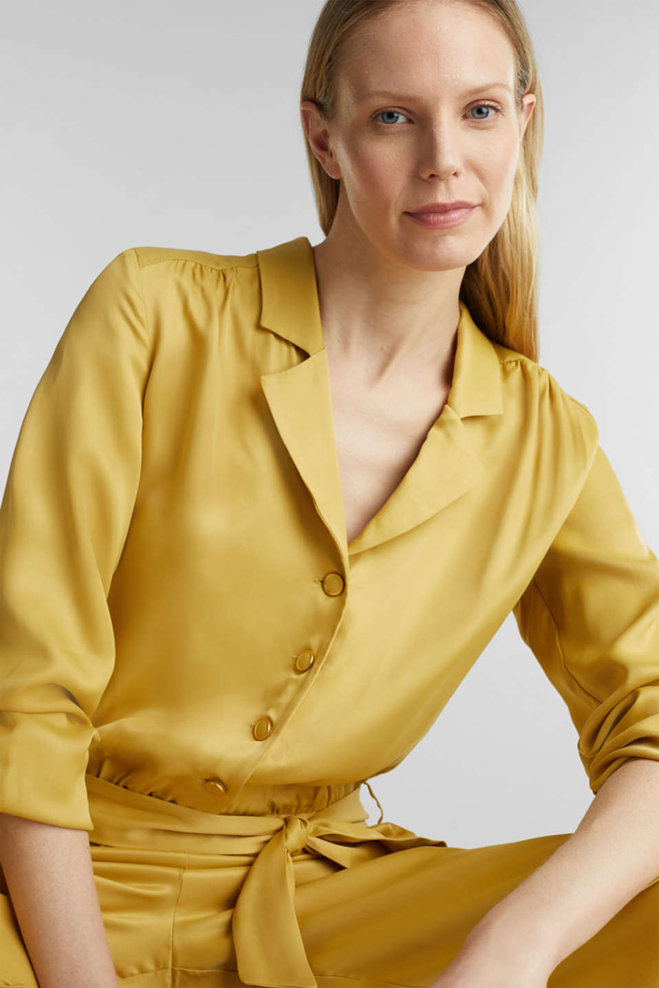 Satin jumpsuit with a lapel collar, DUSTY YELLOW, detail image number 6