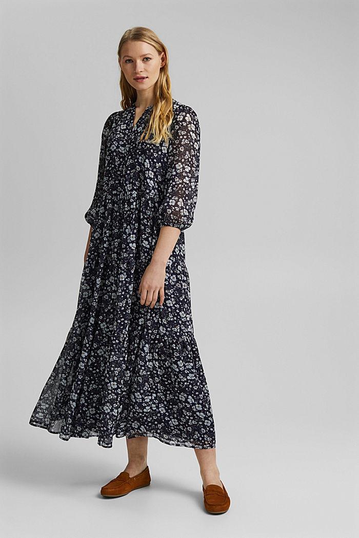 En matières recyclées: robe maxi en mousseline froissée