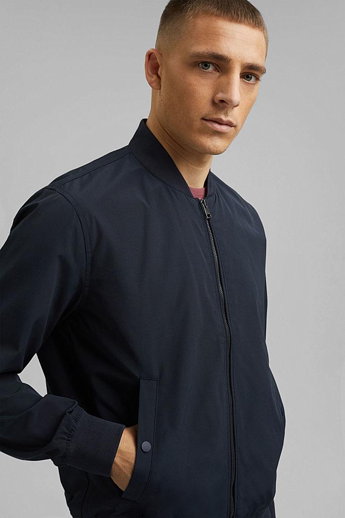 En matière recyclée: la veste de style blouson