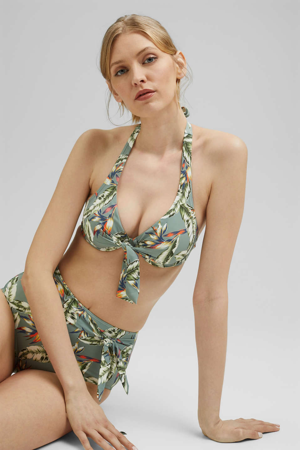 Esprit - Recycled: Halterneck top with a tropical print