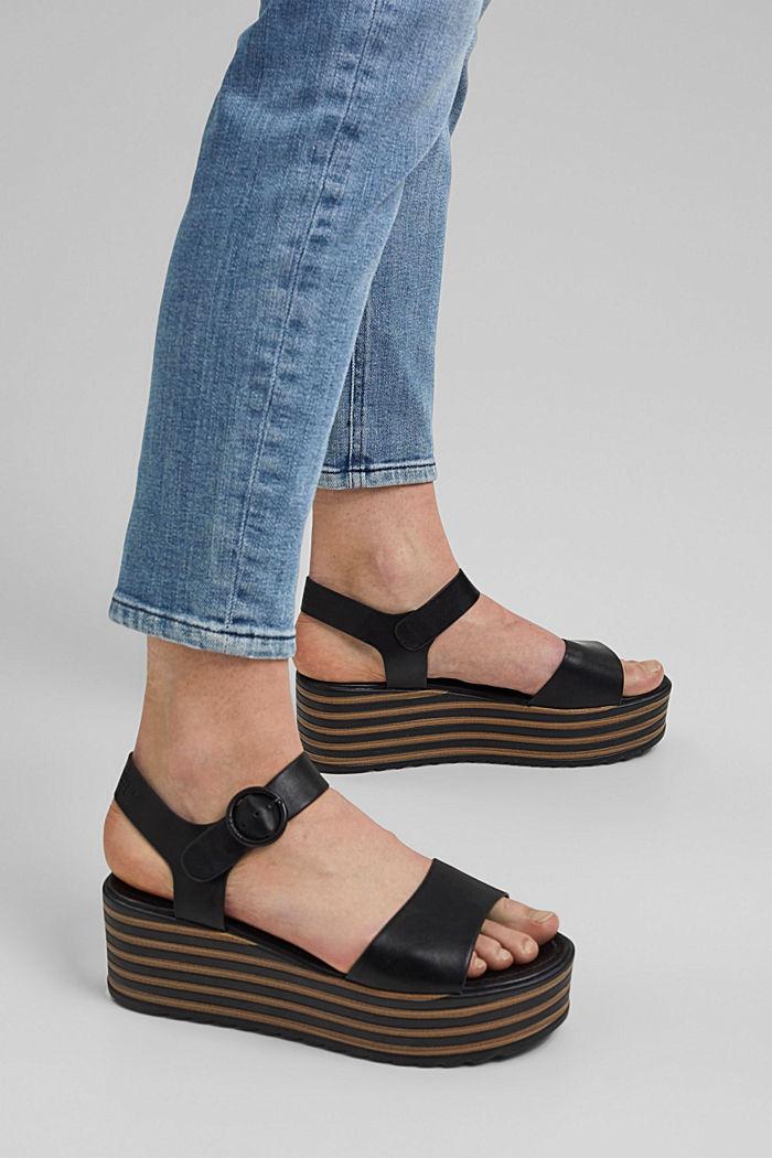 Plateau-Sandale mit Riemen