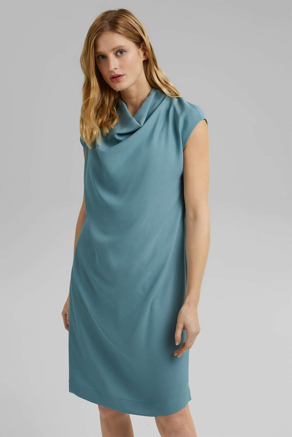 Esprit - Crêpe dress with a waterfall collar