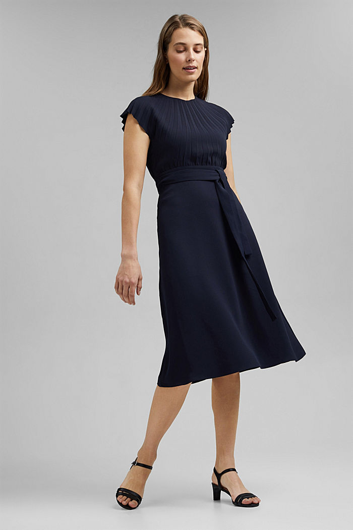 Crêpe dress with a pleated top