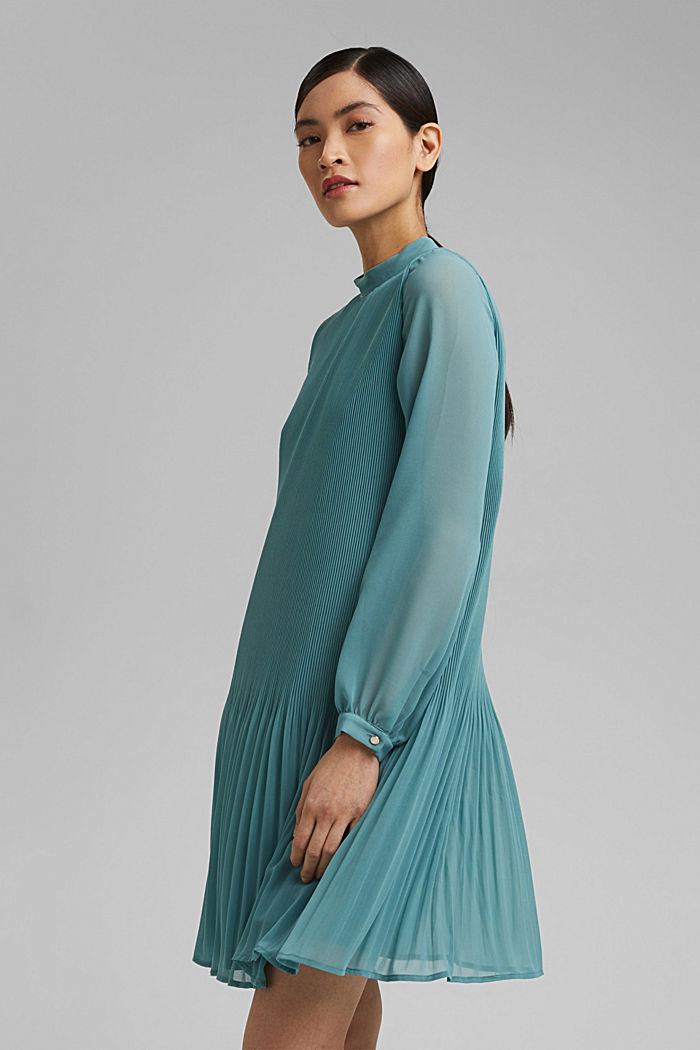 Recycled: pleated dress made of crêpe chiffon
