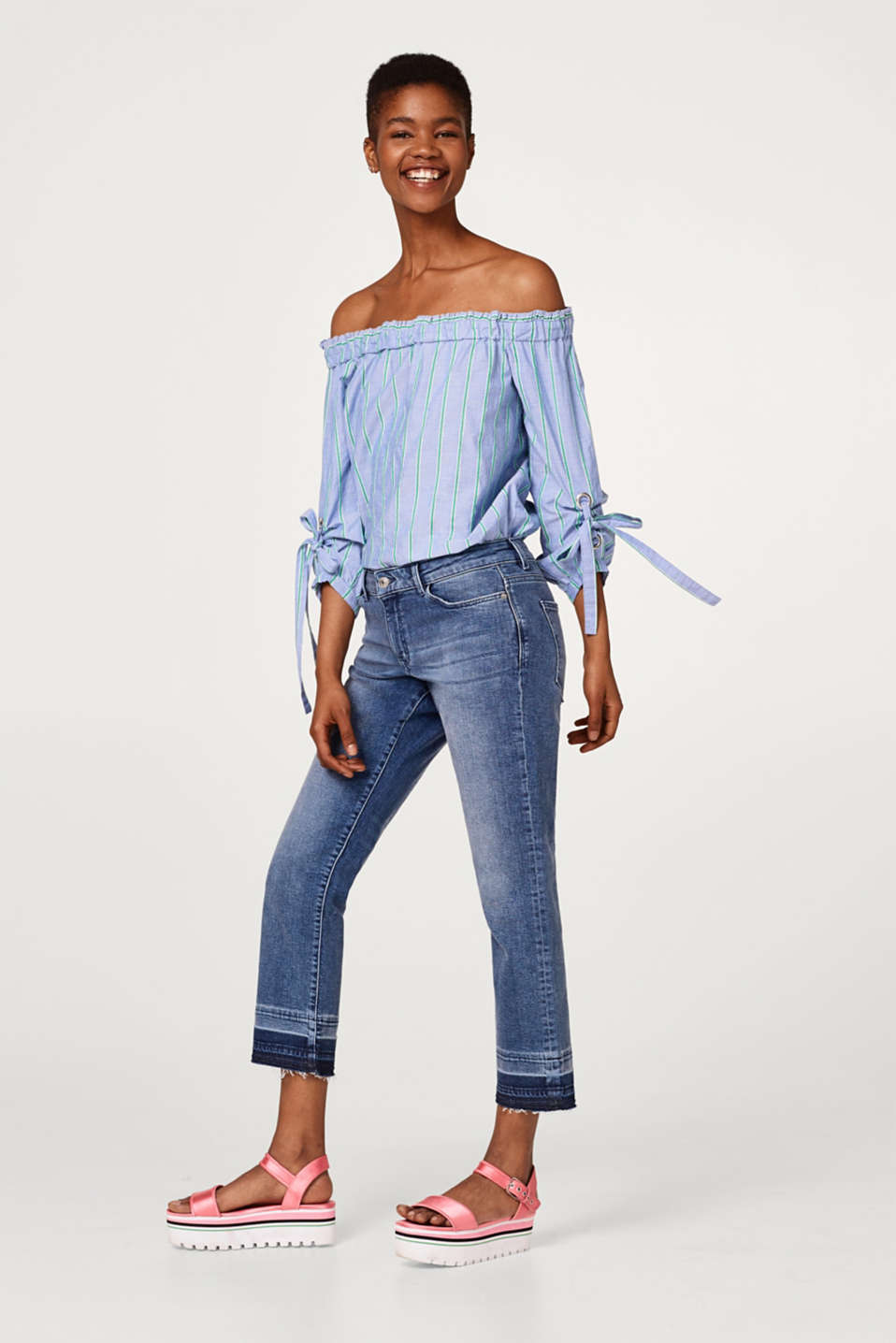 Cropped stretch jeans with an open hem