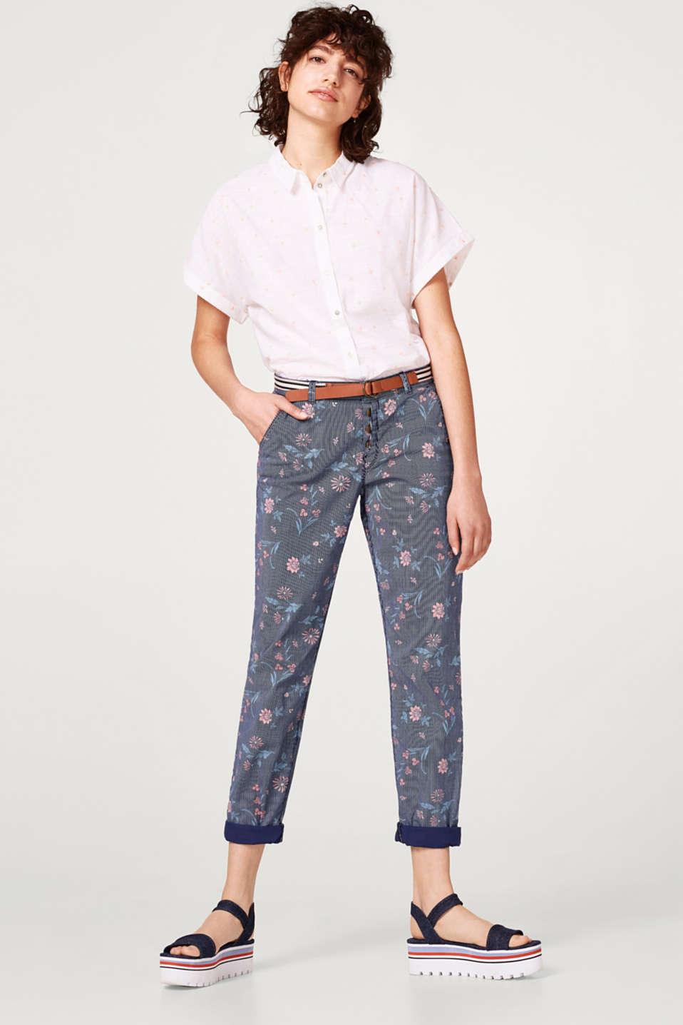 Printed chinos with a button fly and belt