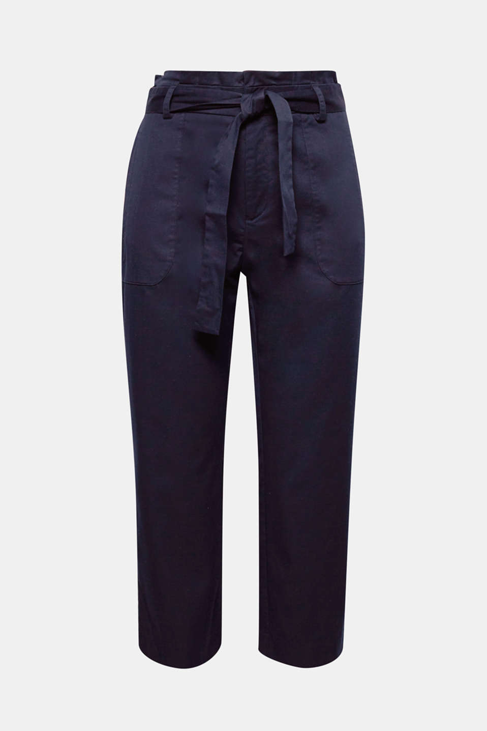 Everyday favourite with a super fashionable twist: these trousers are defined by their soft twill fabric, pleated paperbag waistband with a tie-around belt.