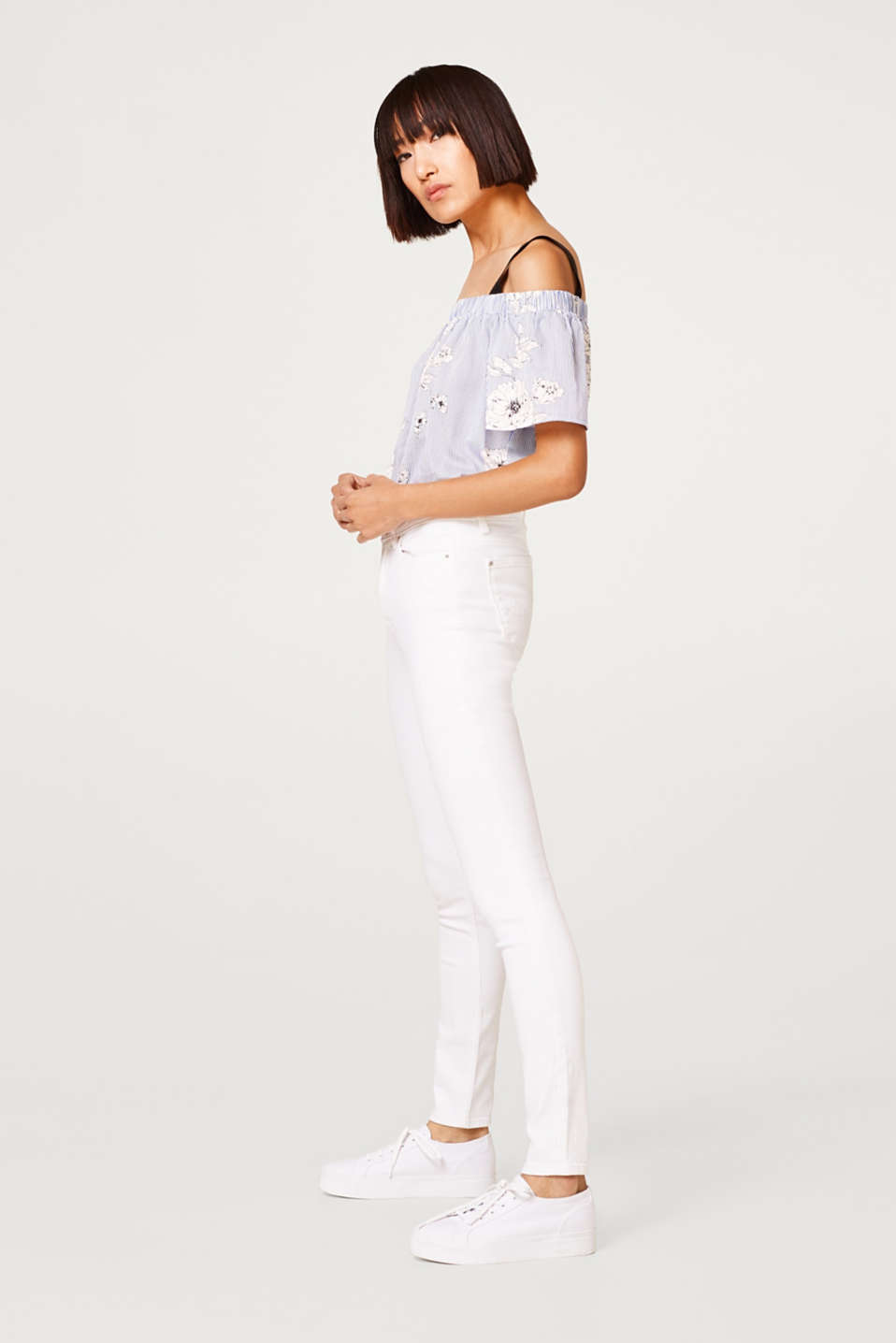 High-waisted white stretch jeans