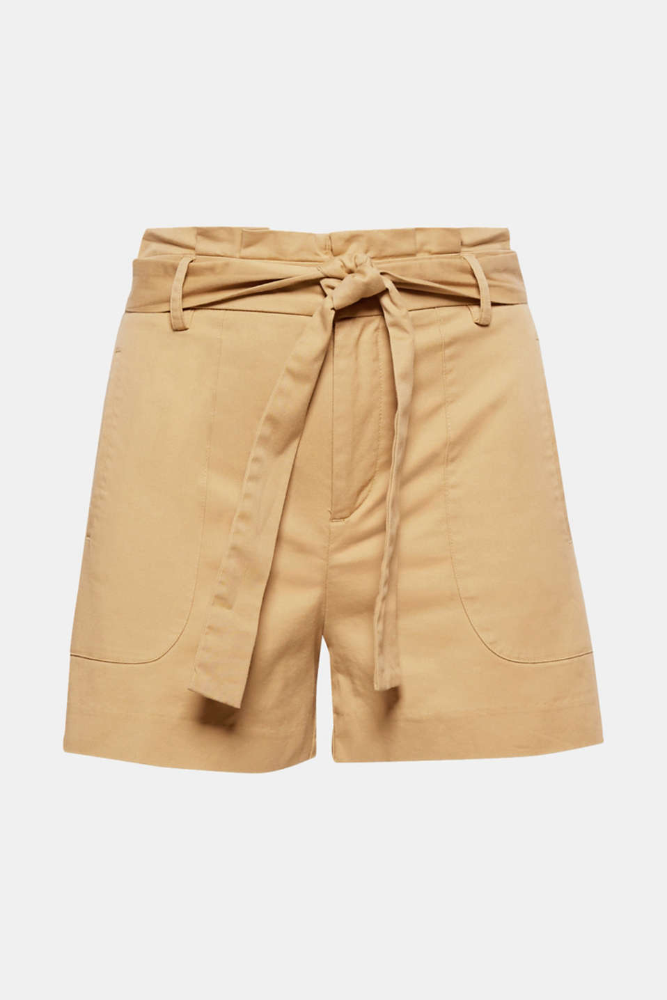 Everyday favourite with a super fashionable twist: These shorts are defined by their soft twill fabric, floaty leg width and pleated paperbag waistband with a tie-around belt.