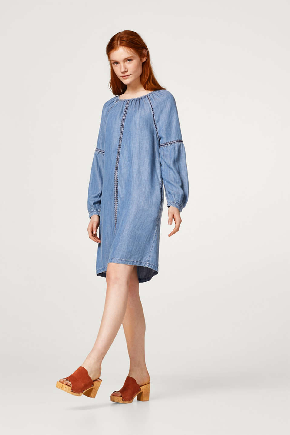 Dress in a denim look with balloon sleeves