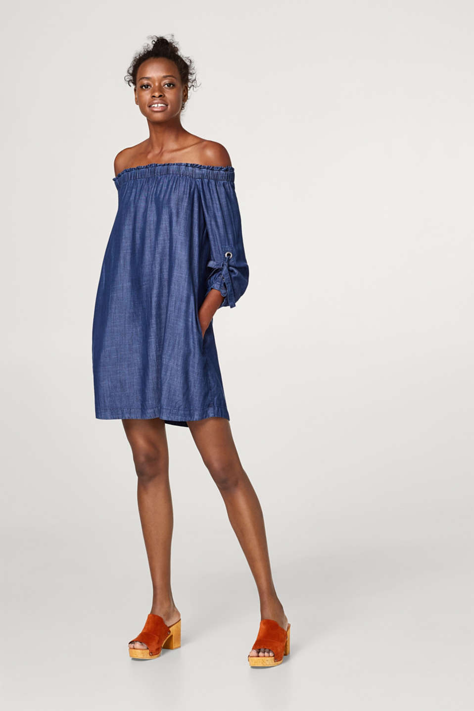 Off-the-shoulder dress made of lyocell in a denim look