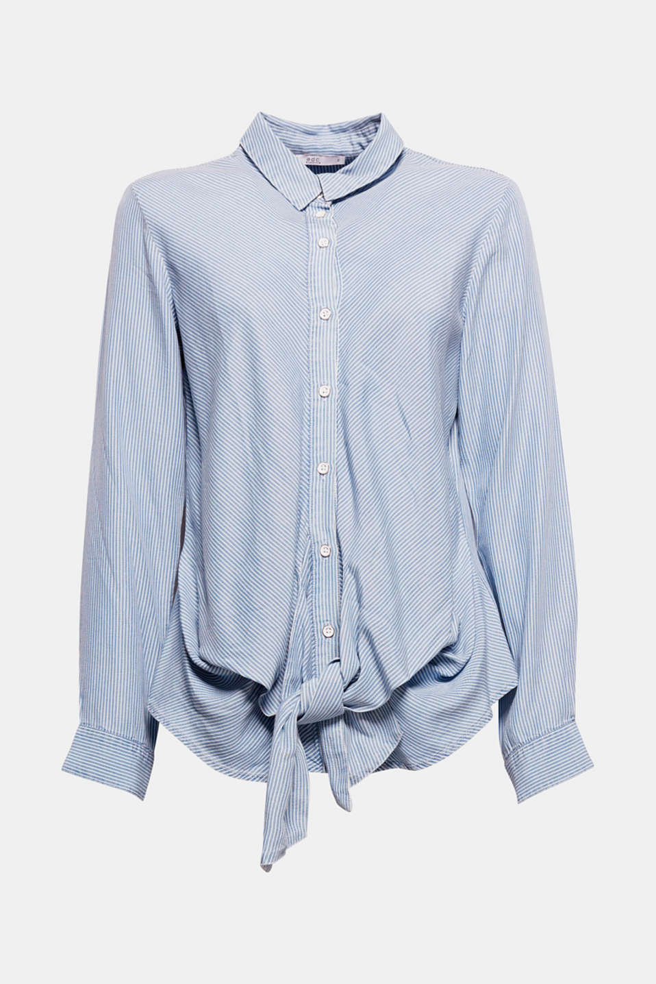 Casual, stylish and feminine! This blouse is defined by its casual fit, lightweight fabric and feminine knotted detail at the front.