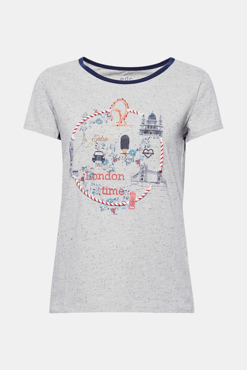 The front artwork, made up of a print with cord and sequin appliqués, makes this napped jersey T-shirt a truly eye-catching piece!