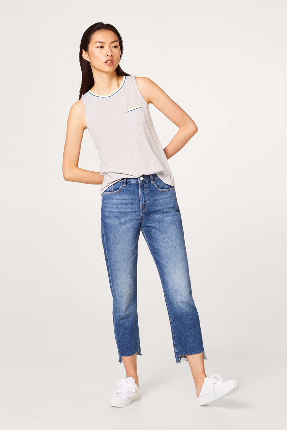 Soft tank top with ribbed details