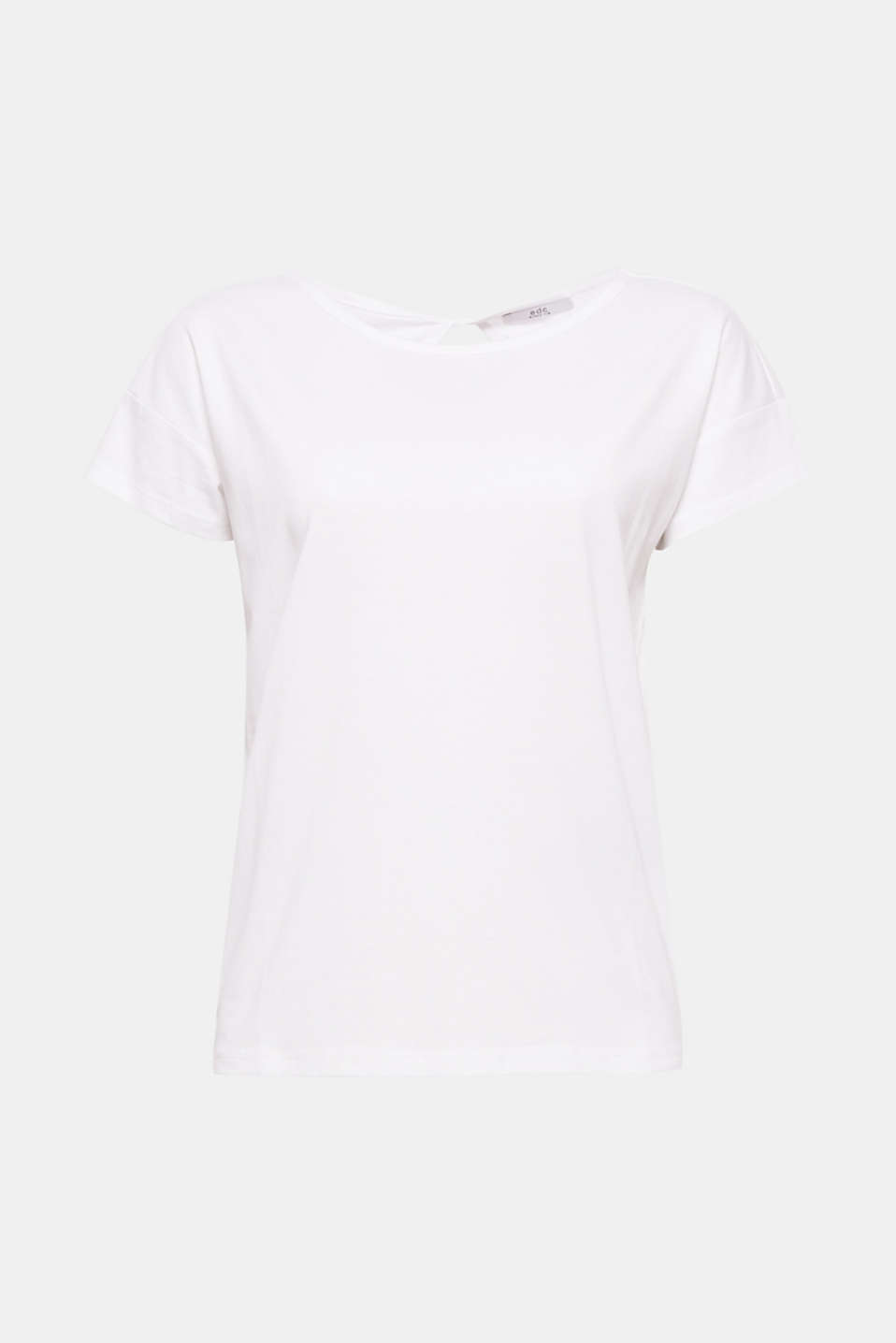 A versatile basic with a twist! The keyhole neckline at the back gives this loose cut T-shirt a certain je ne sais quoi.