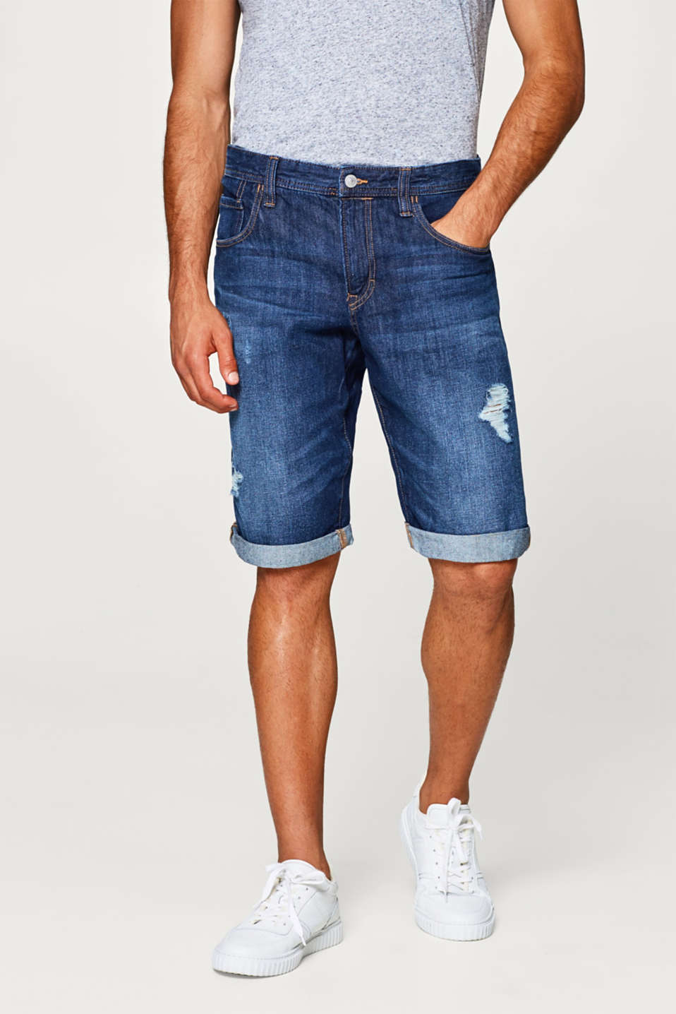 edc - Denim shorts with distressed effects, made of cotton