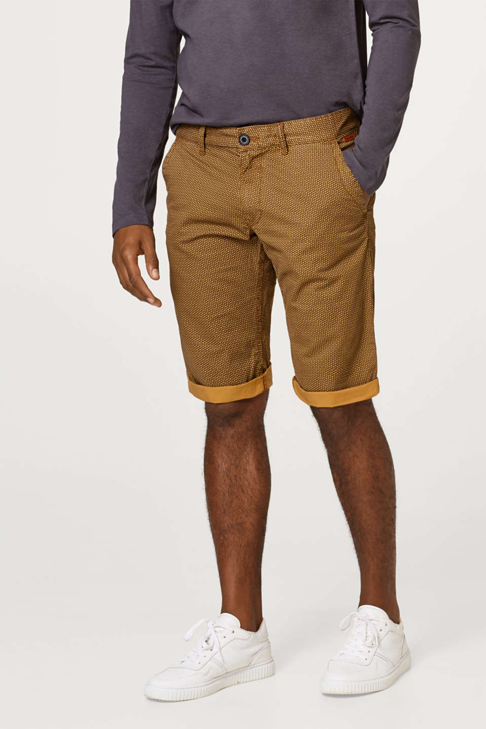 edc - Chino cotton shorts with a minimalist print