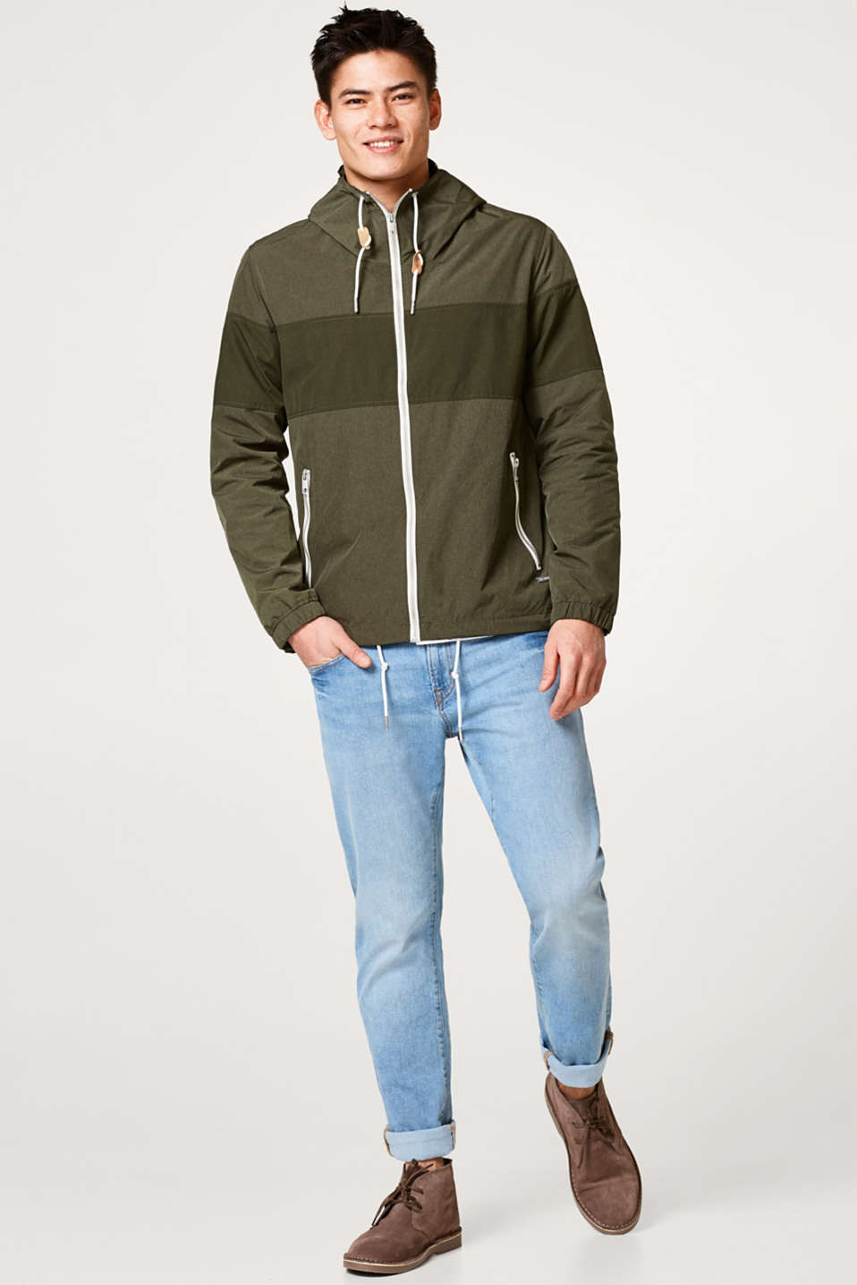 Sporty hooded between-seasons jacket