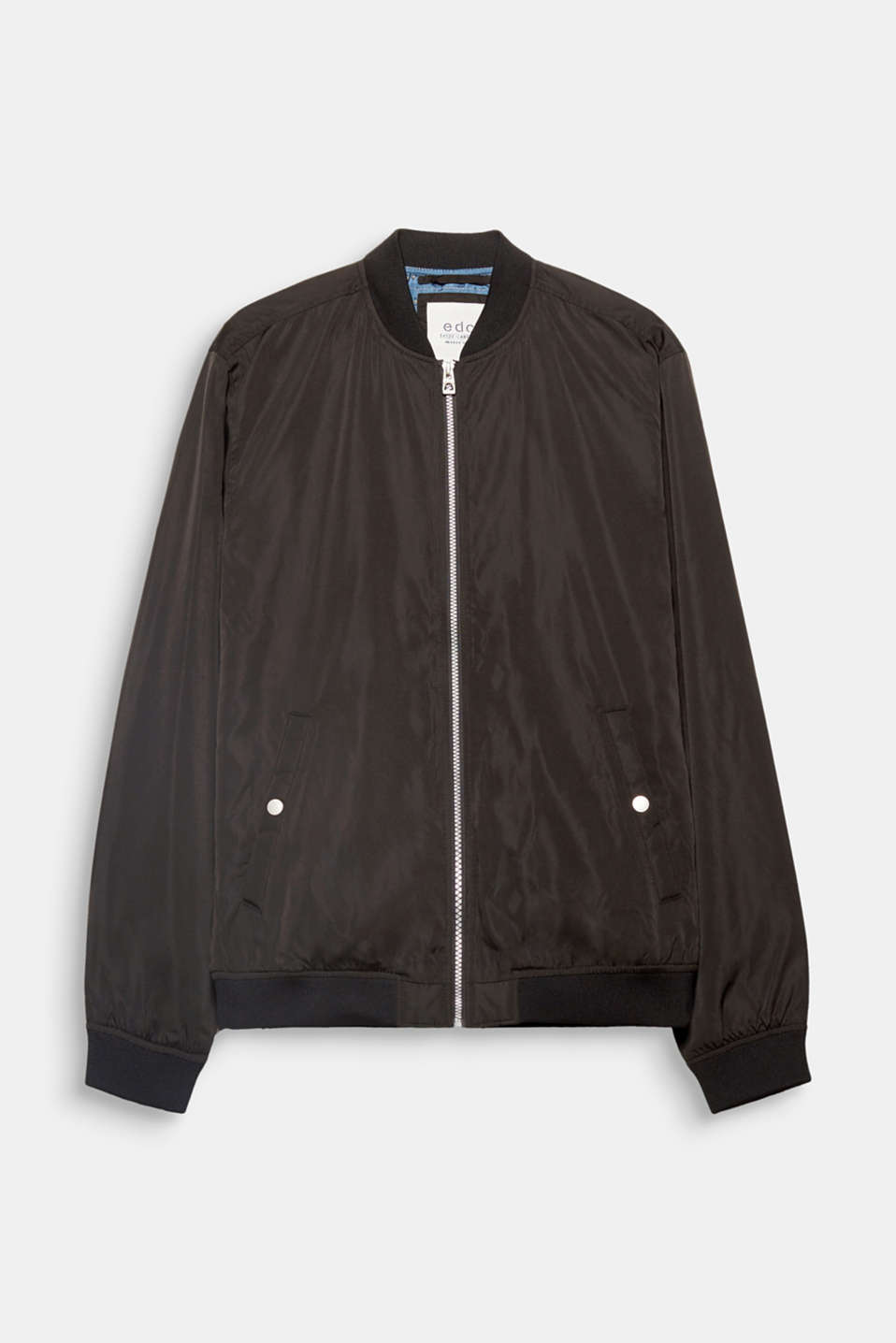 The lightweight nylon and tonal ribbed cuffs and waistband give this bomber jacket its sporty, urban street look.