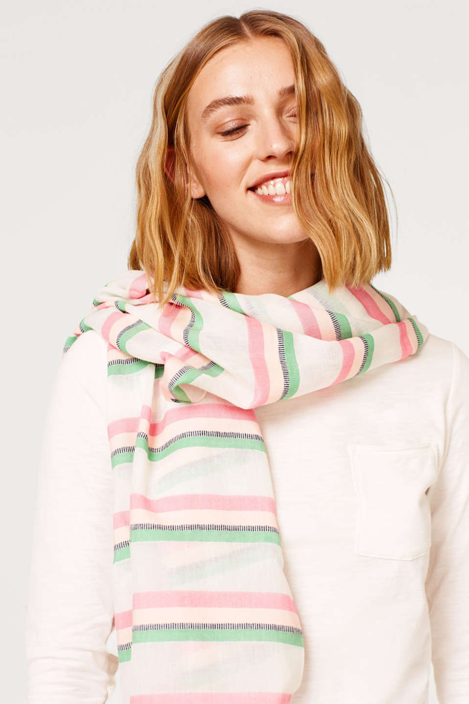 Smooth woven scarf with a distinctive striped pattern