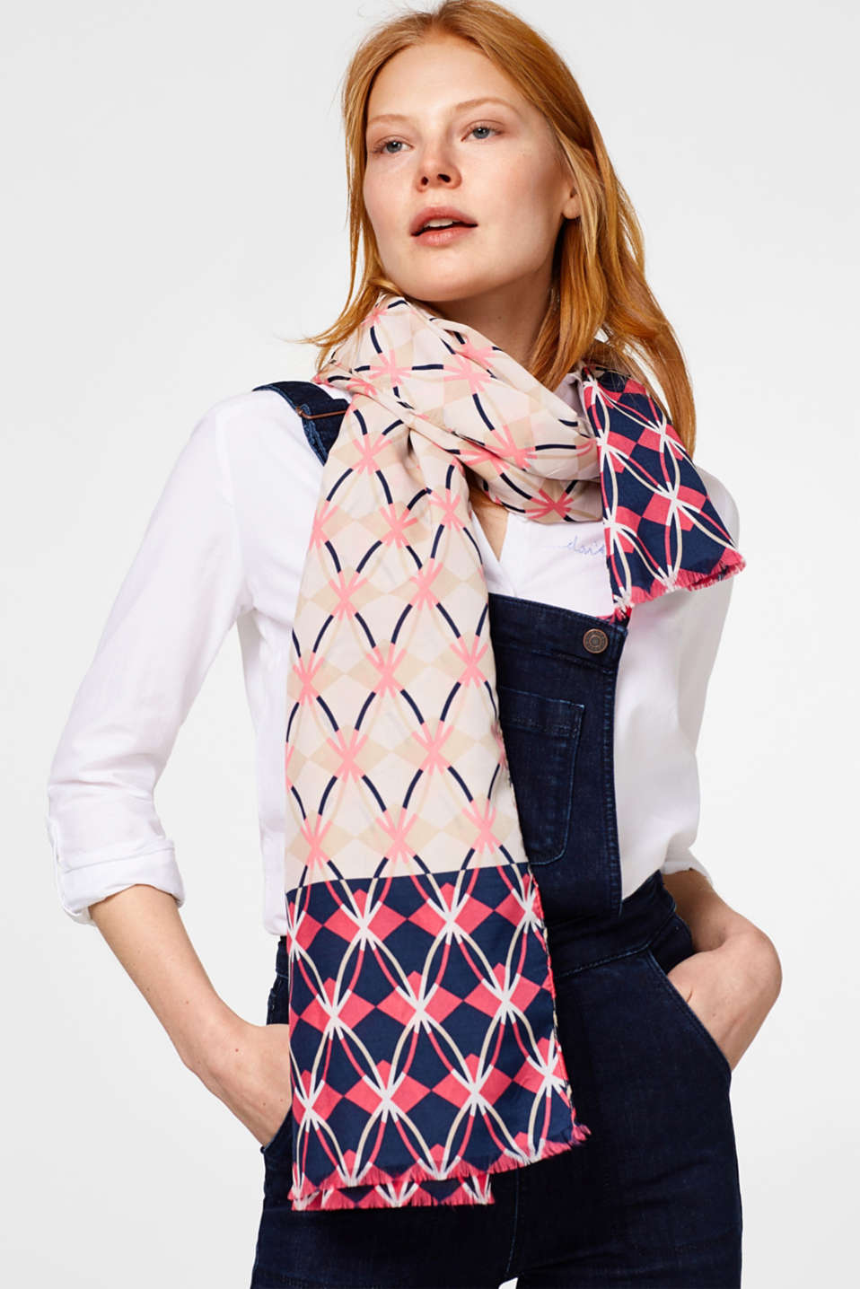 Flowing scarf with a distinctive pattern