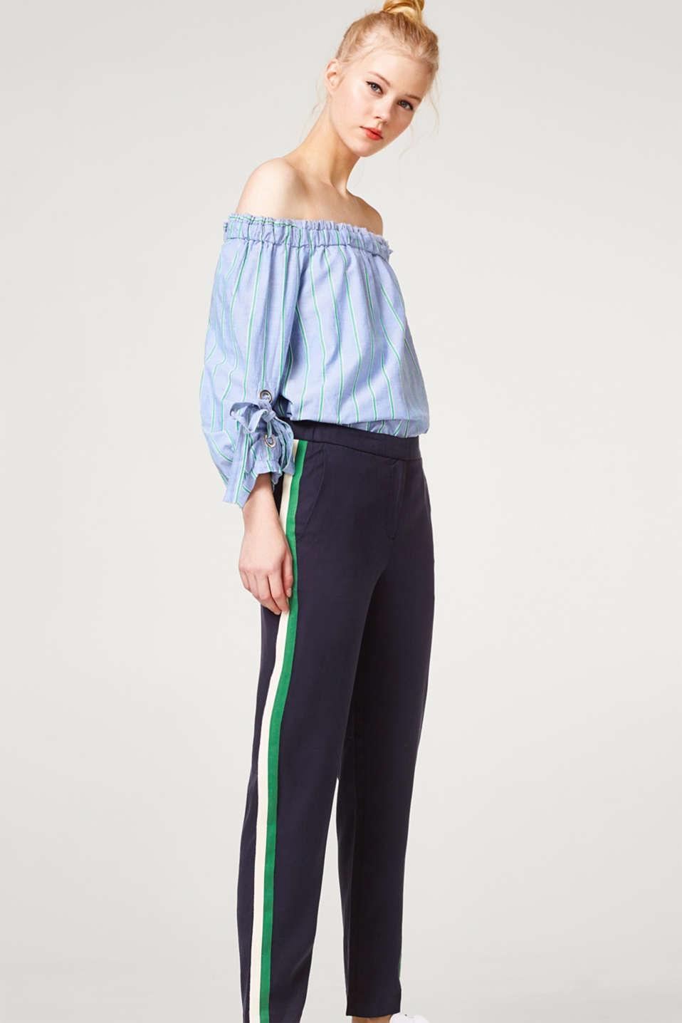Esprit - Flowing textured trousers with tuxedo stripes
