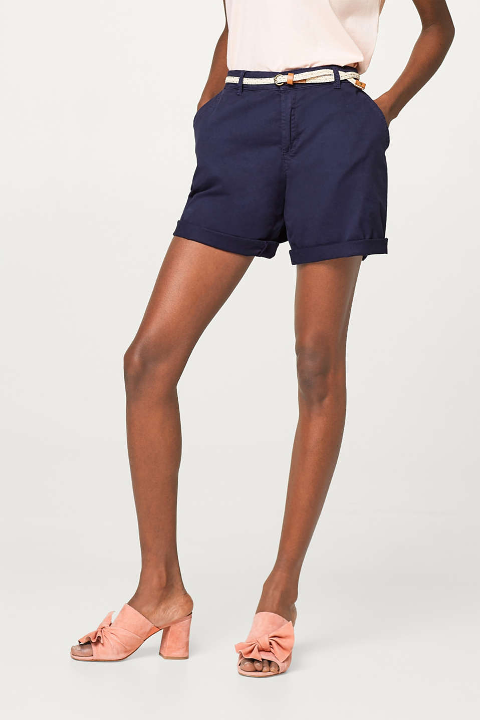 Esprit - Garment-washed stretch cotton shorts with a belt