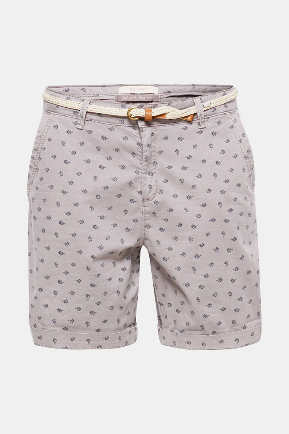 The minimalist print of fine branches and the braided belt give these shorts a summery flair.