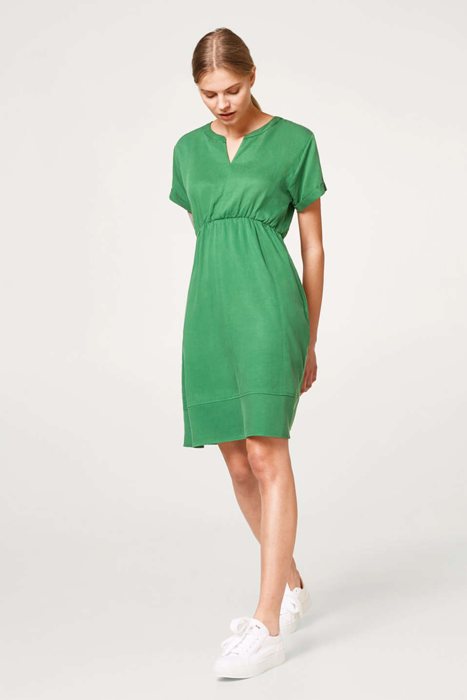 Textured dress with a tulip neckline