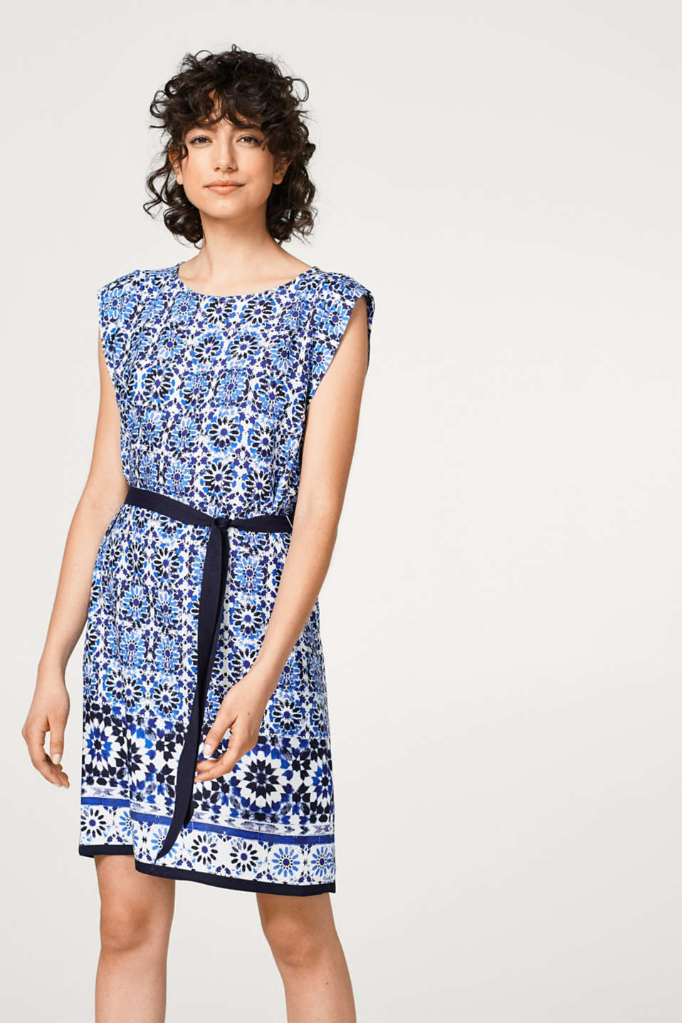 Lightweight dress with ornament print