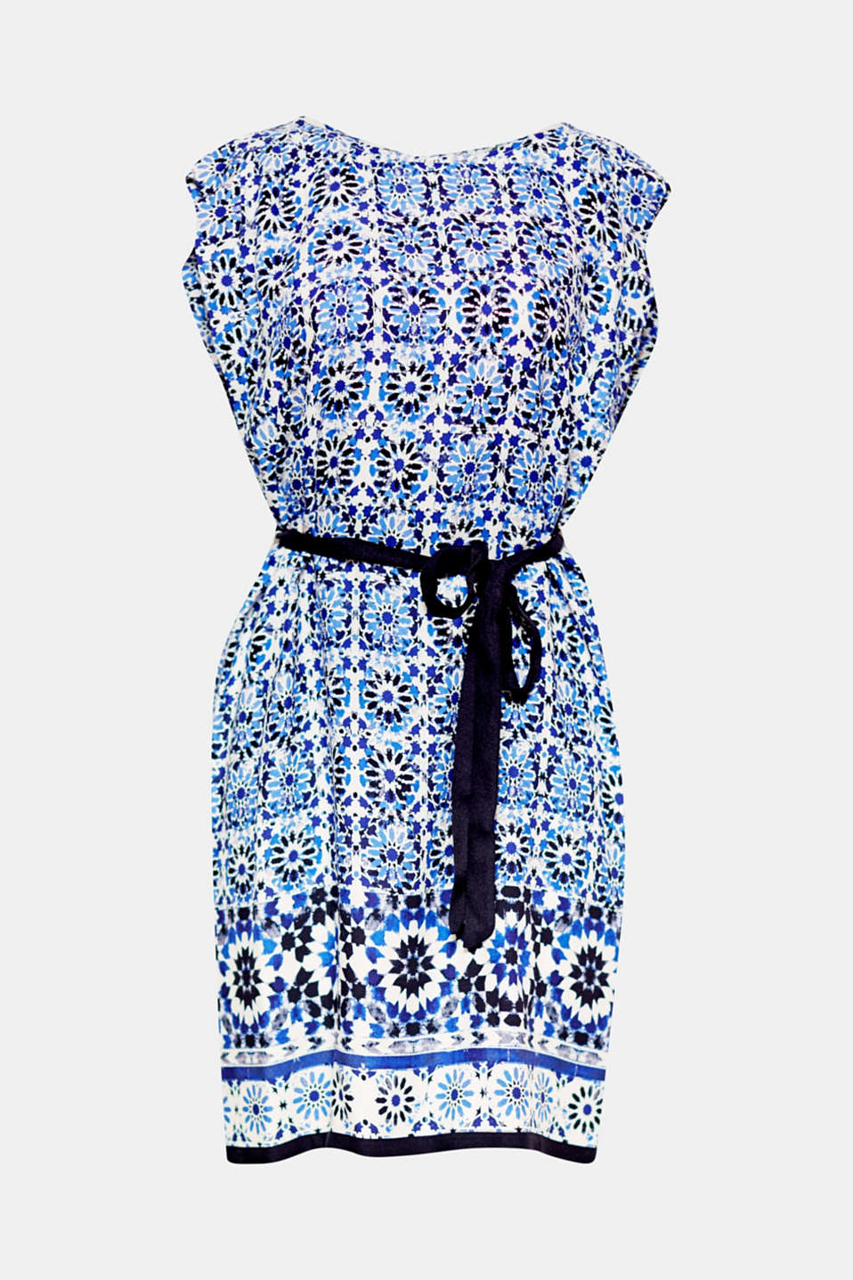 The well-coordinated ornament print in an attractive colour mix in lightweight woven fabric gives this dress a summery look.