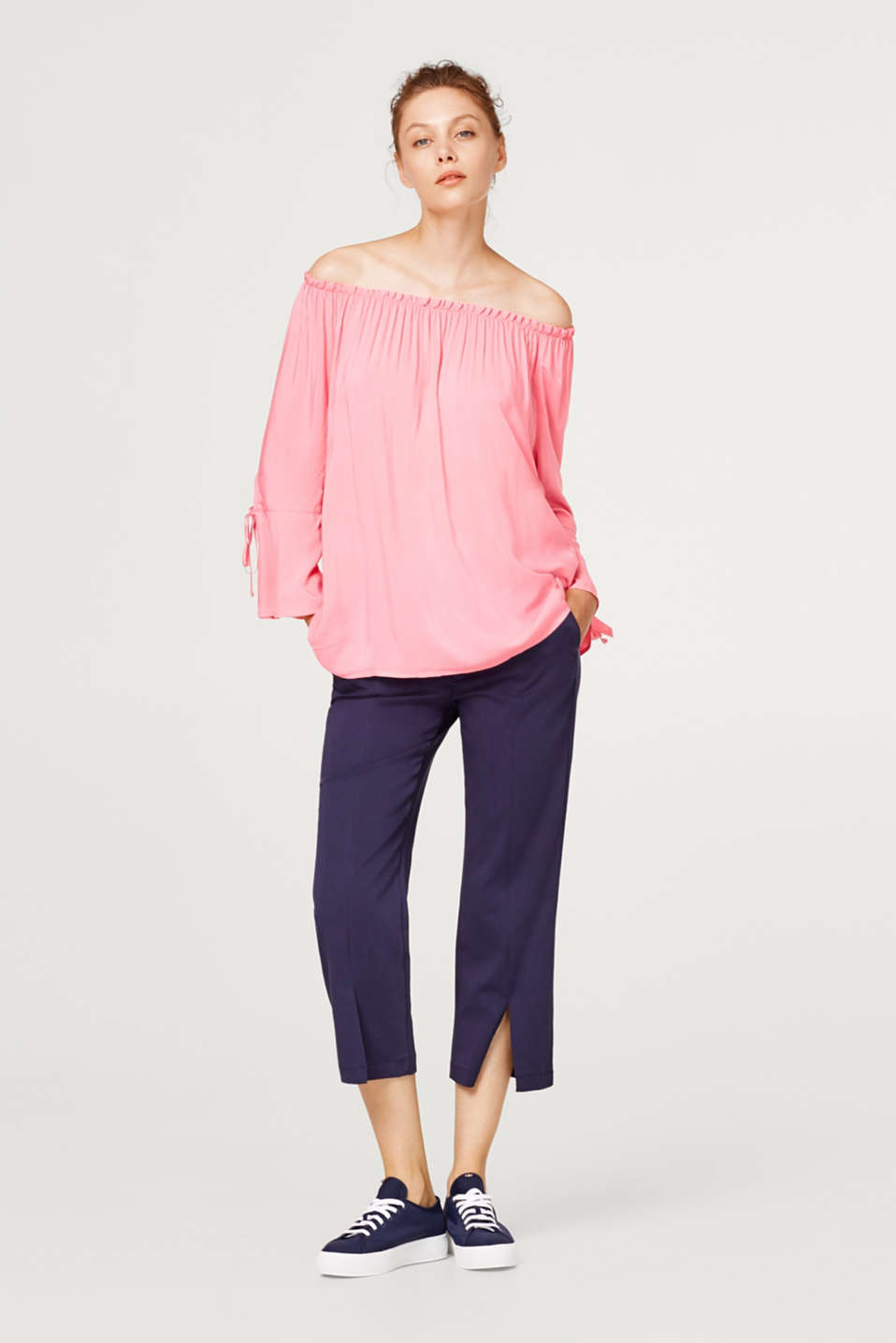 Böljande off-shoulder-blus i viskos