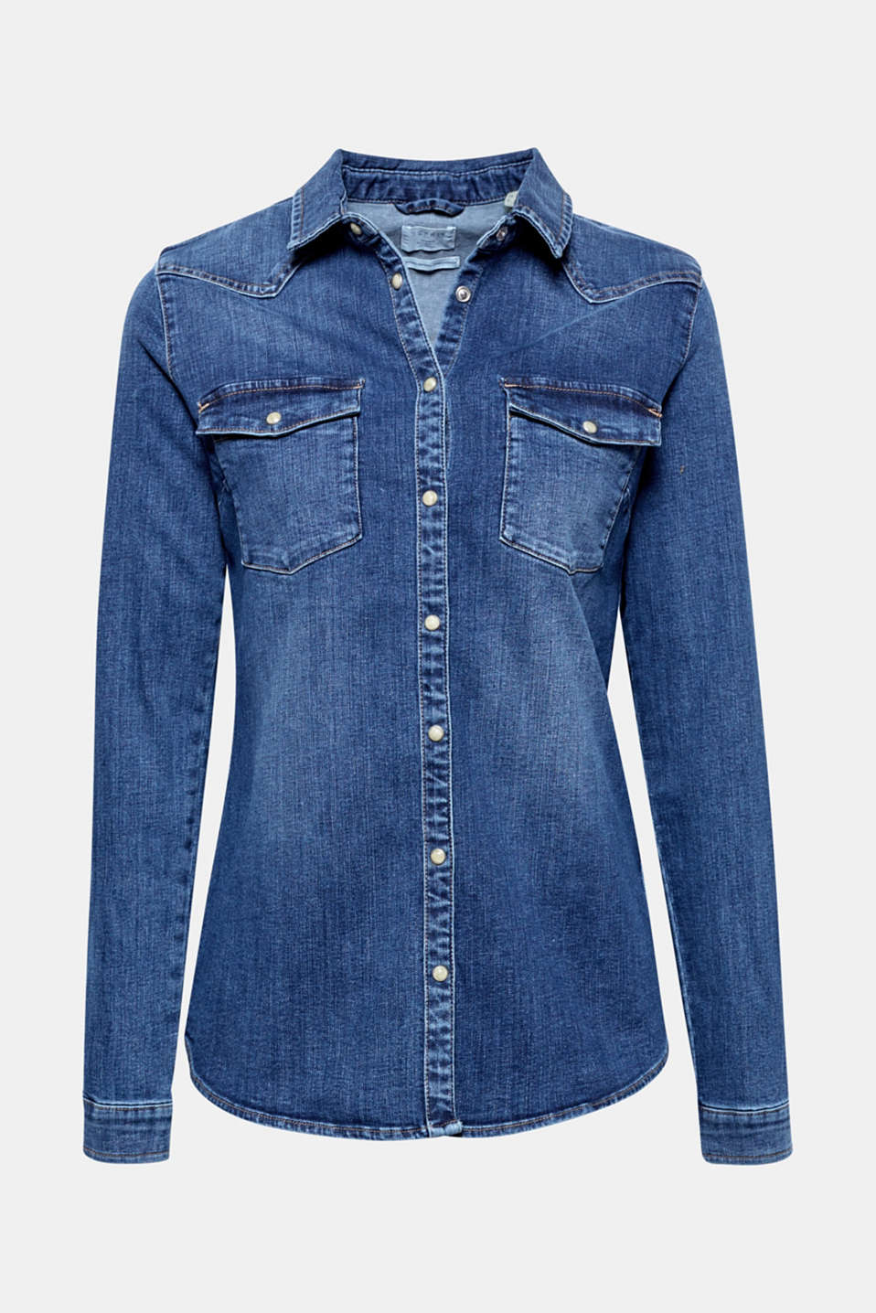 This fitted denim shirt composed of stretch cotton with mother-of-pearl press studs is a timeless classic!
