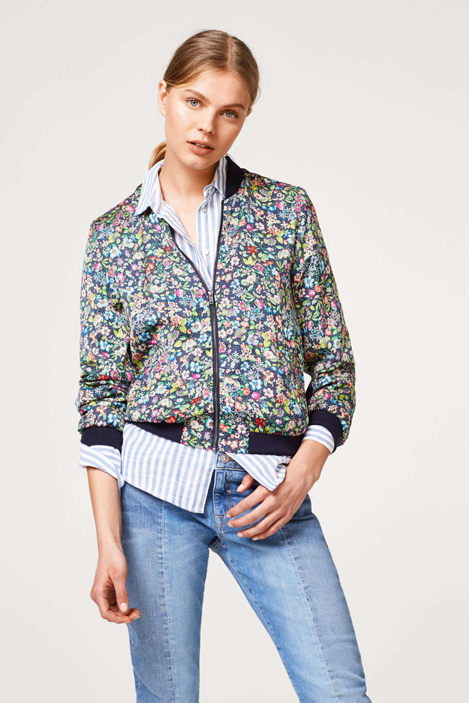 Esprit - Lightweight bomber jacket with a colourful floral print