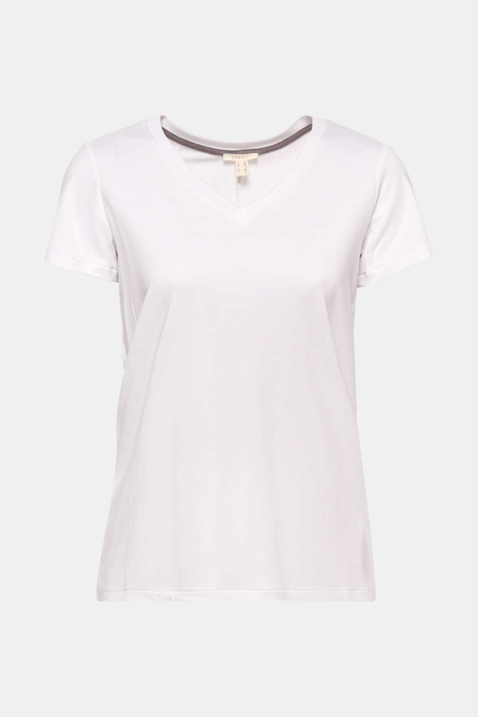A casual basic! The large V-neckline and the high-low hem make this T-shirt extremely eye-catching.