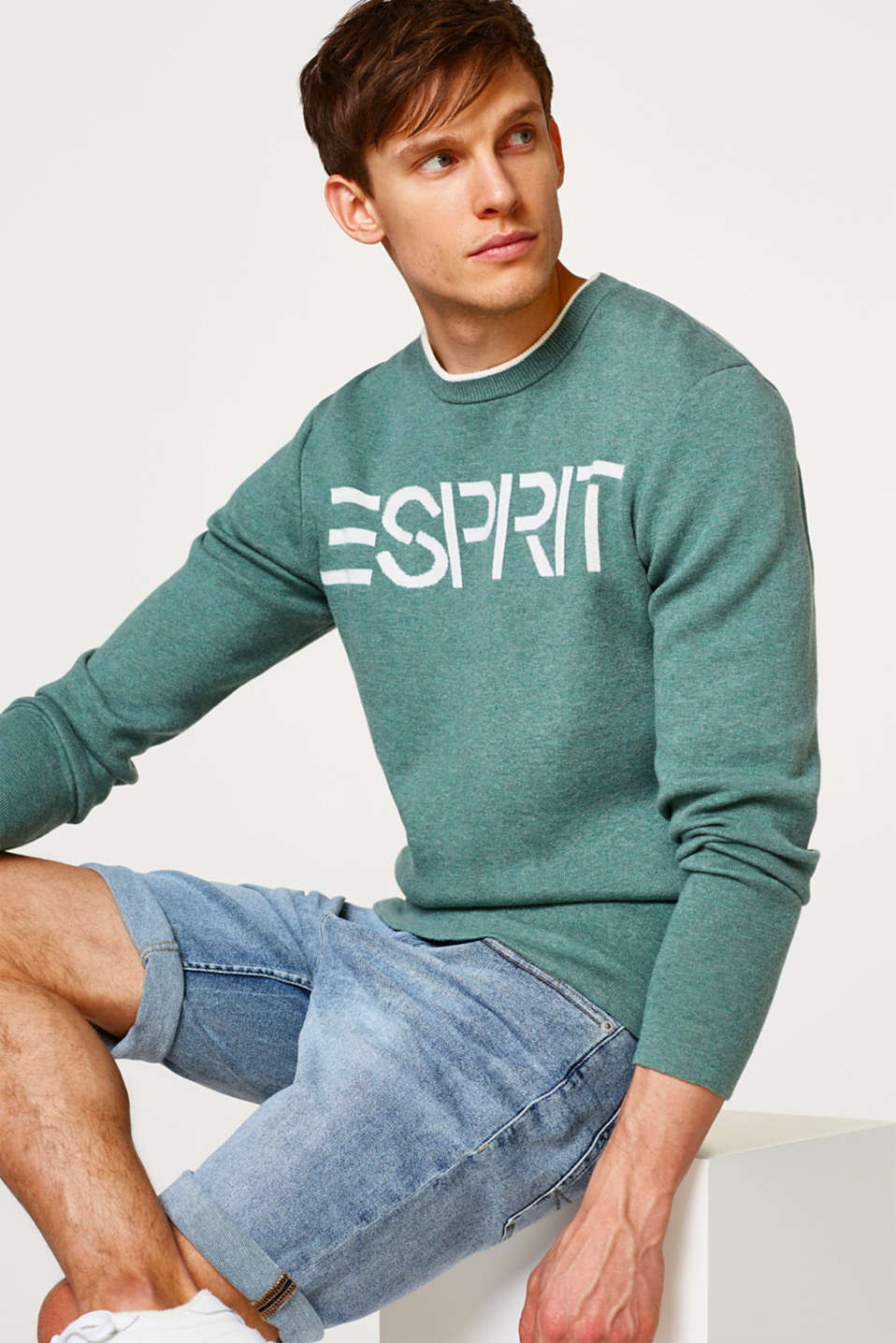 Esprit - Thick jersey jumper with an intarsia logo